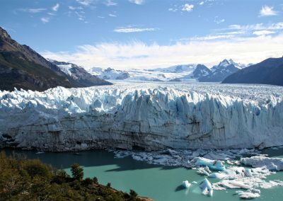 foto santa cruz tourist-route-near-the-perito-moreno-glacier-in-patagonia-argentina